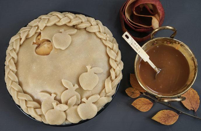 Amerikanischer Apple Pie mit salzigem Karamell
