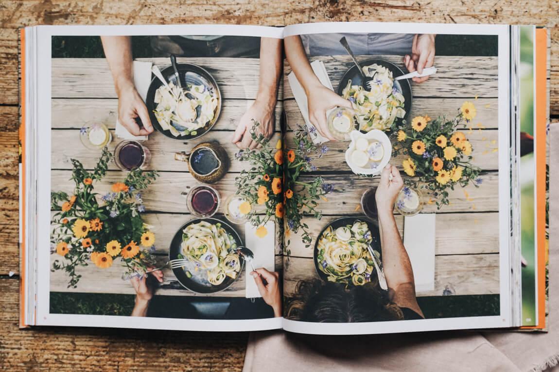 Blüten-Genuss Tafel und Teller Bandnudeln