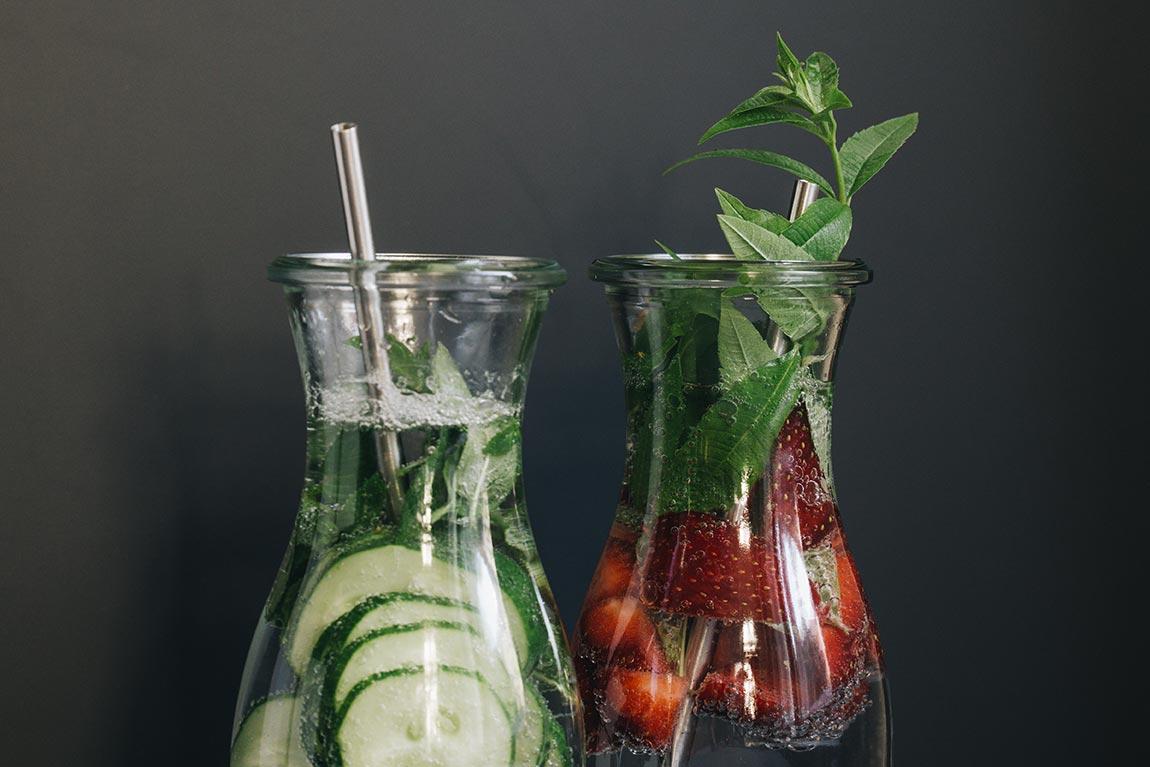 Infused Water mit Kräutern und Früchten selber machen