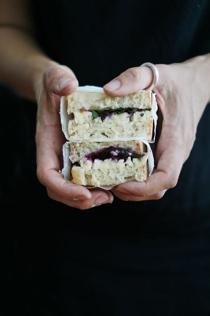 Camembert Stulle mit Johannisbeer Chutney