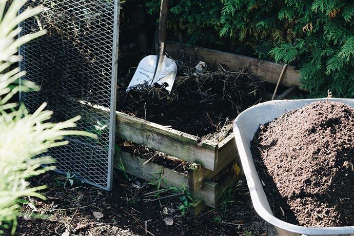 Komposthaufen umschichten, umsetzen und sieben