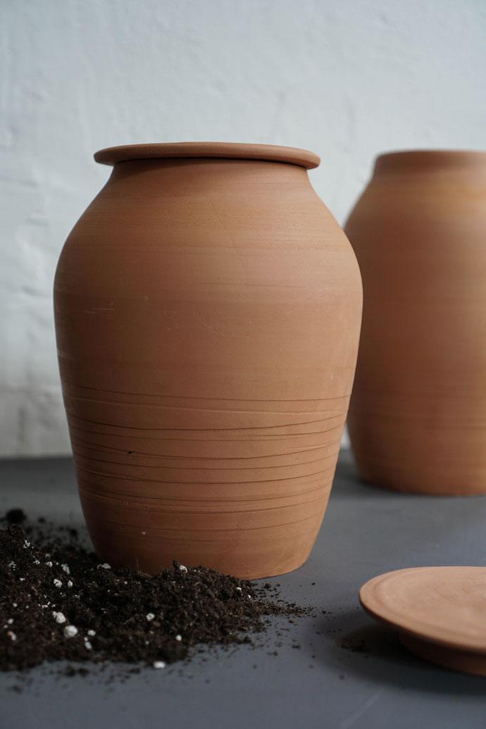 Ollas aus Keramik zur Gartenbewässerung