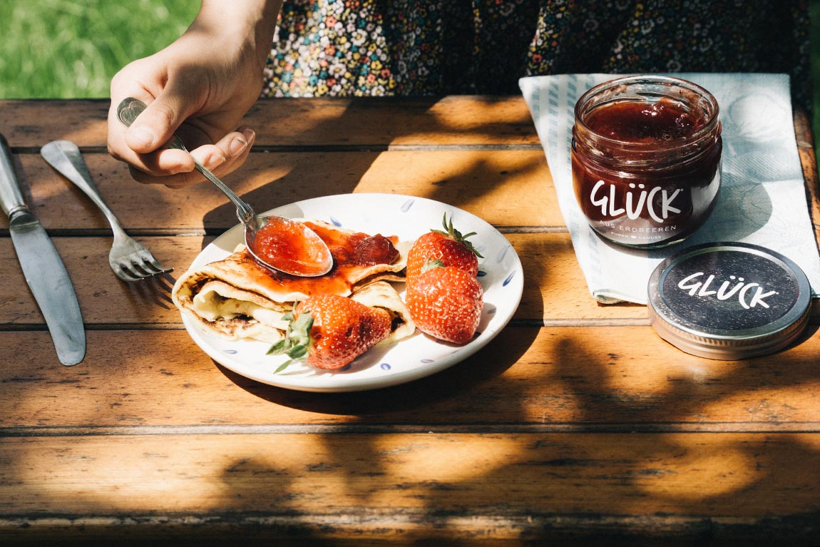 Pfannkuchen mit Erdbeermarmelade