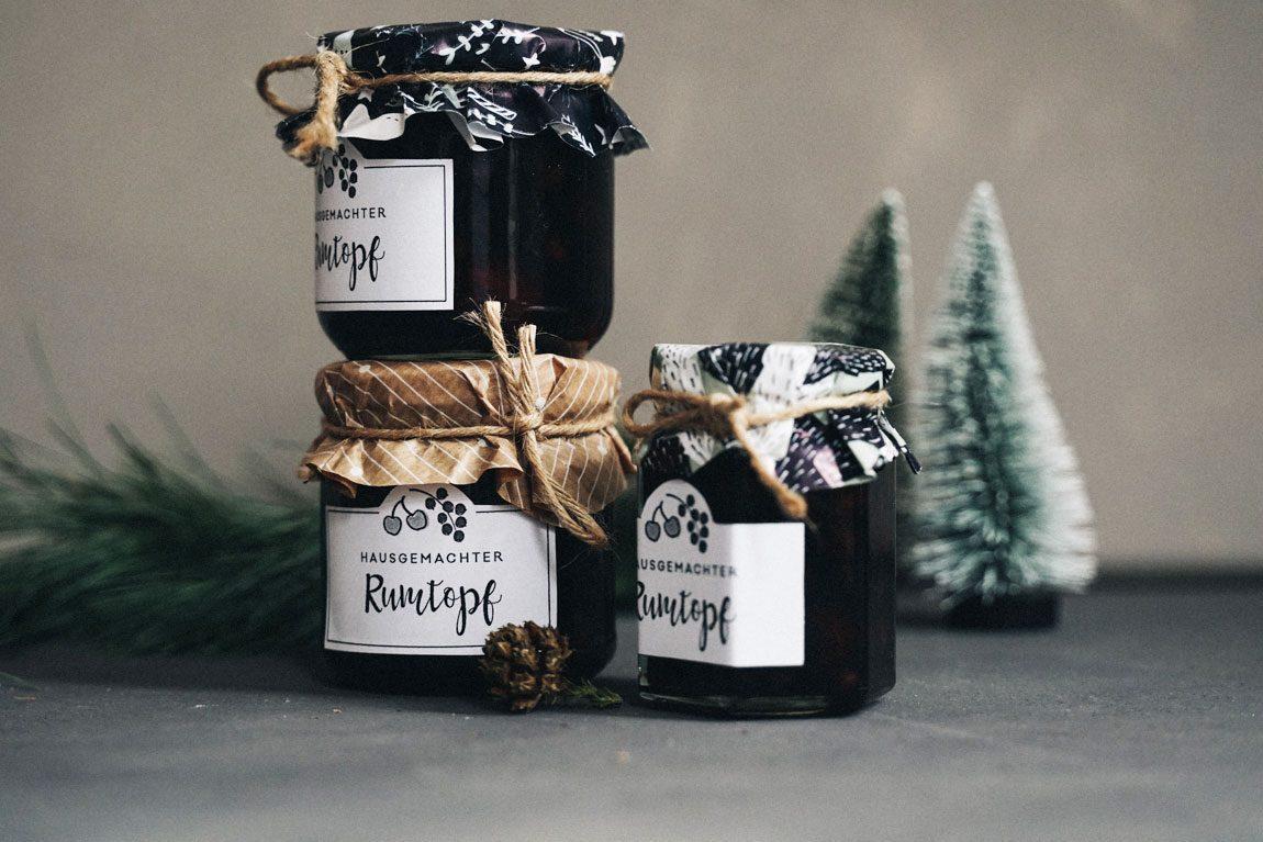 Rezept für selbst gemachten Rumtobe aus Früchten mit Etikett zum verschenken
